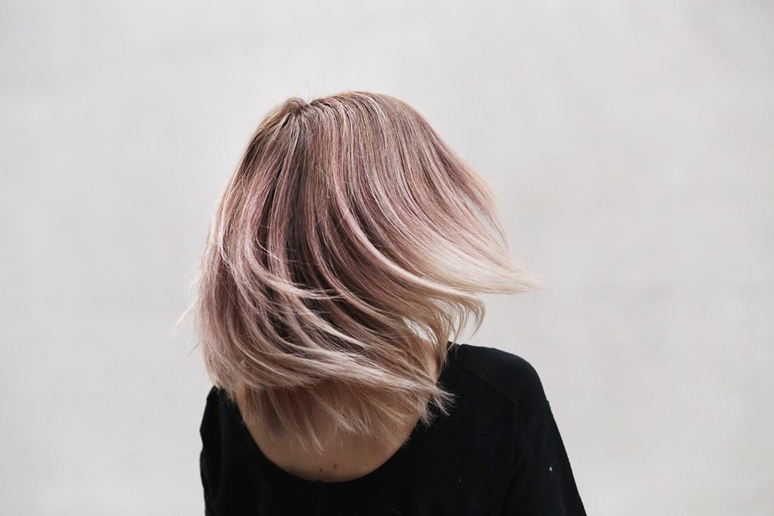balayage blonde - bekleidet - fashionblog / travelblog